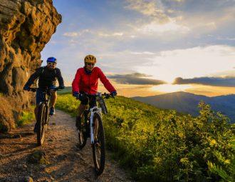 Andar de bicicleta em casal pode ser ainda mais divertido